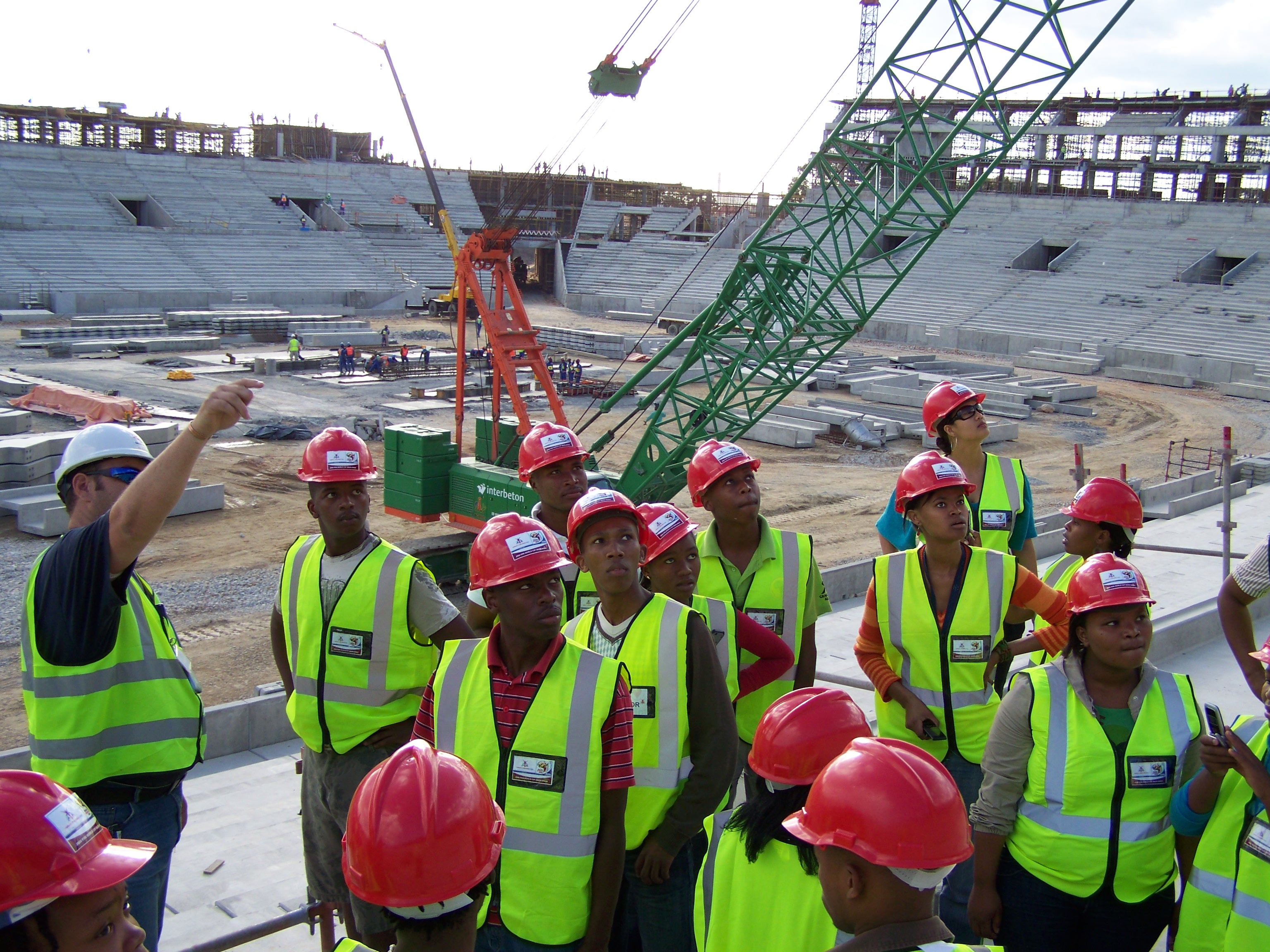 Eddie, a safety officer on site explains how the stadium is built